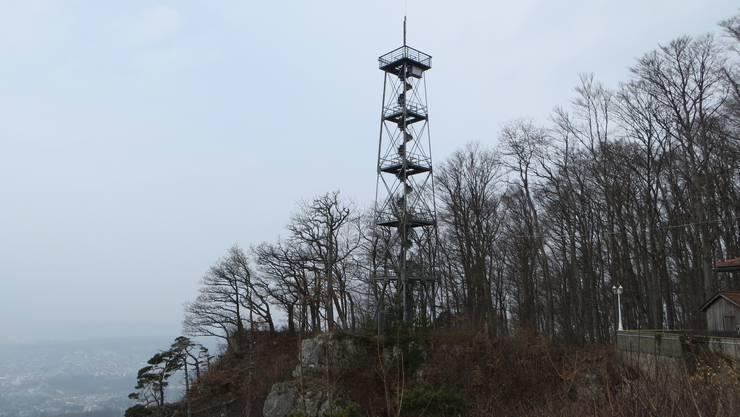 Und bei schönem Wetter kann man von diesem Gempener Turm bis weit nach Basel schauen, Ja, sogar ins Elsass und vielleicht auch in den Schwarzwald.