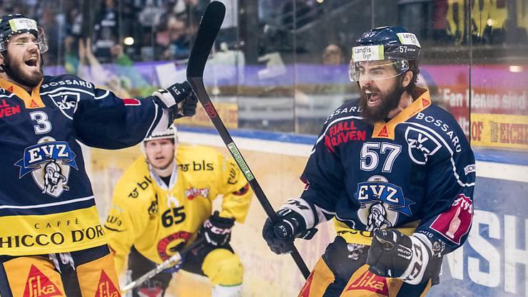 Fabian Schnyder (rechts) freut sich über seinen Siegtreffer