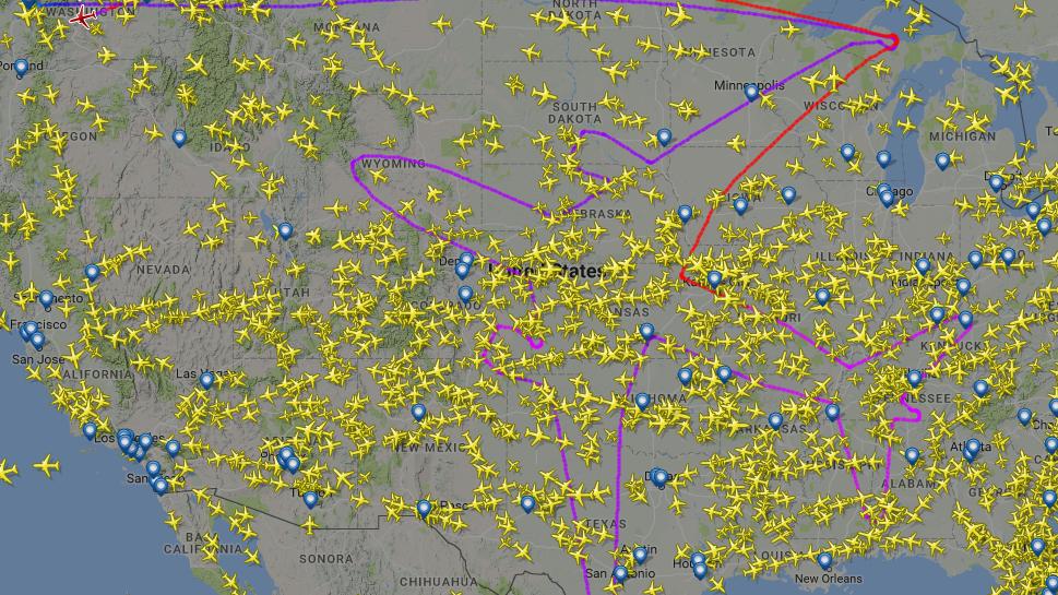 Der Pilot von Flug BOE004 zeichnete mit seiner Maschine die Silhouette eines Dreamliners.