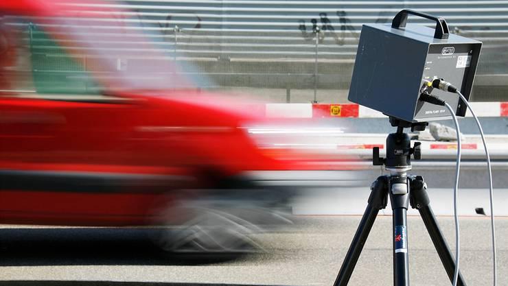 In Belgien wurde ein Opel Astra mit 696 Kilometern pro Stunde geblitzt – innerorts. Symbolbild