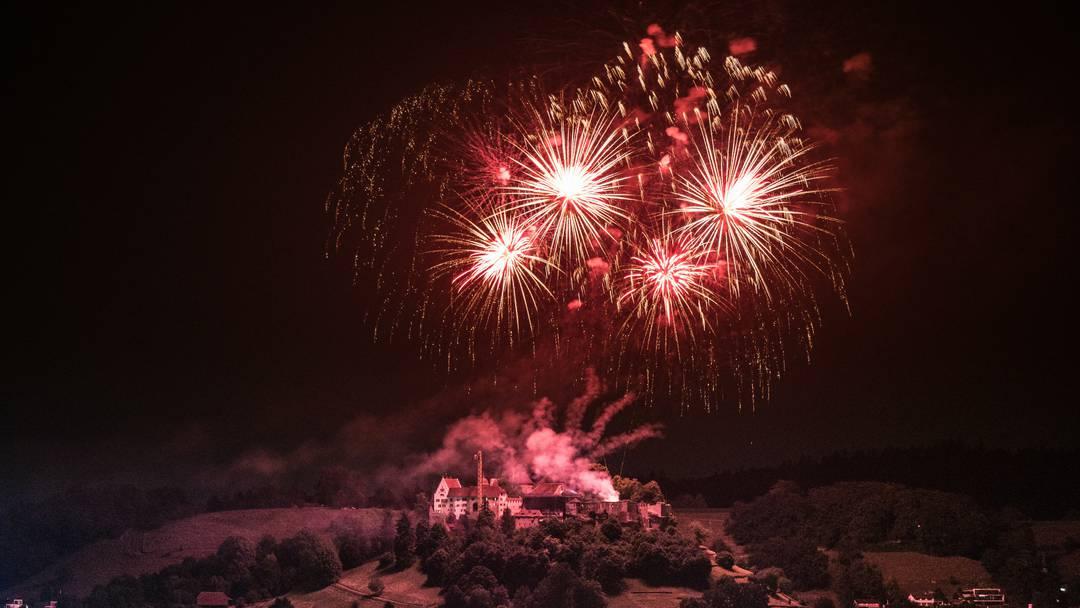 Das Feuerwerk über Schloss Lenzburg