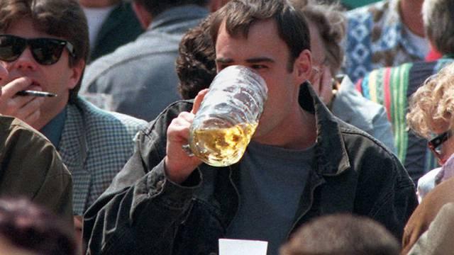 Biergartenbesucher in München: Der Bierabsatz ist gesunken (Symbolbild)