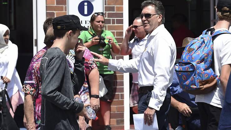 Vom CEO höchstpersönlich empfangen: Craig Davidson begrüsst Gäste bei der Wiedereröffnung des Freizeitparks an der australischen Gold Coast.