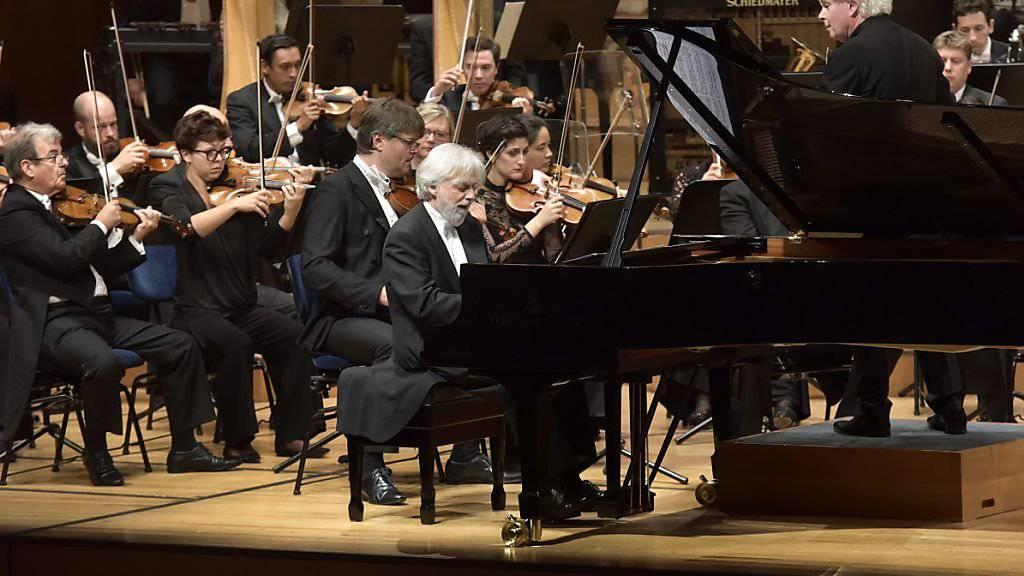 Krystian Zimerman war Bernsteins Lieblingspianist während dessen letzten Lebensjahren. Er führte am Lucerne Festival zusammen mit dem London Symphony Orchestra unter der Leitung von Sir Simon Rattle die 2. Sinfonie des US-Komponisten auf.