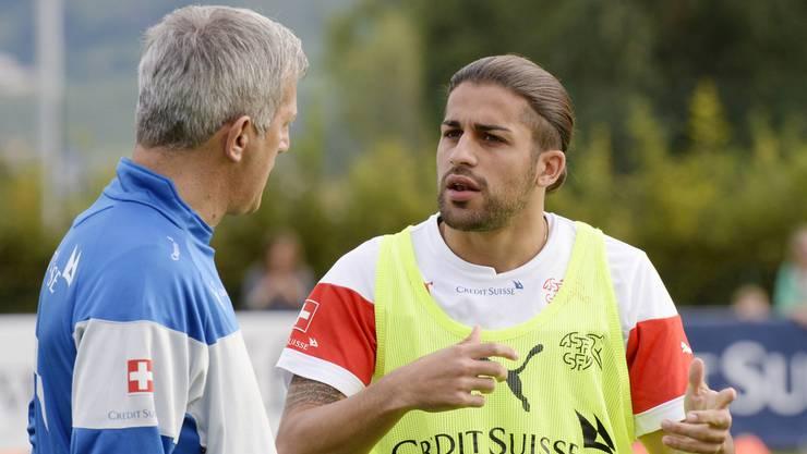 Was hecken Trainer Petkovic und Freistoss-Spezialist Rodriguez fürs England-Spiel aus?