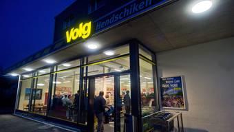 Die Gemeindeversammlung lehnte den Kauf der Parzelle vis-à-vis des neuen Volg-Ladens mit 12 Ja und 50 Nein ab.