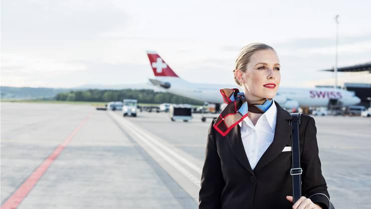Das Swiss-Uniformen-Reglement: Noch zeitgemäss oder von gesellschaftlichen Normen überholt?