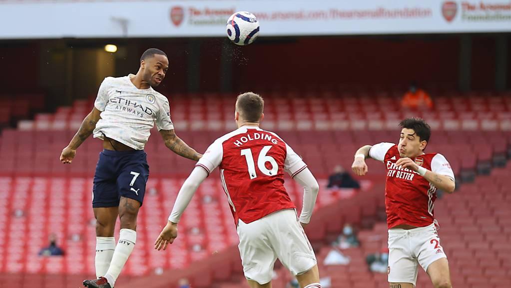 Raheem Sterling und Manchester City genügt im Emirates Stadium dieser Kopfball in der 2. Minute, um den 18. Pflichtspielsieg in Folge einzufahren.