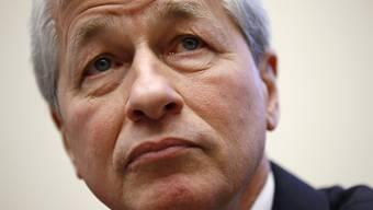 JPMorgan-Chef Jamie Dimon rechnet für die Wirtschaft mit einer schweren Rezession, die ähnliche Belastungen bringen könnte wie die weltweite Finanzkrise 2008. (Archivbild)