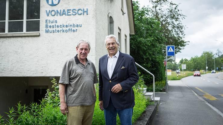 Überraschungsbesuch von Bandleader Pepe Lienhard (rechts) bei seinem ehemaligen Trompeter: Fritz Vonaesch spielte in Lienhards erster Band, den College Stompers, mit. Deren Übungslokal war eine Zeit lang in der Etuisfabrik. (Archiv)