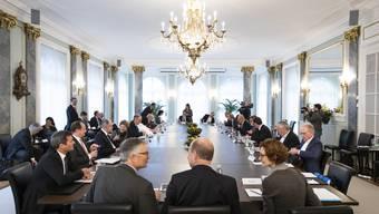 Wirtschaftsminister Guy Parmelin trifft die Sozialpartner regelmässig zum Austausch. (Symbolbild)