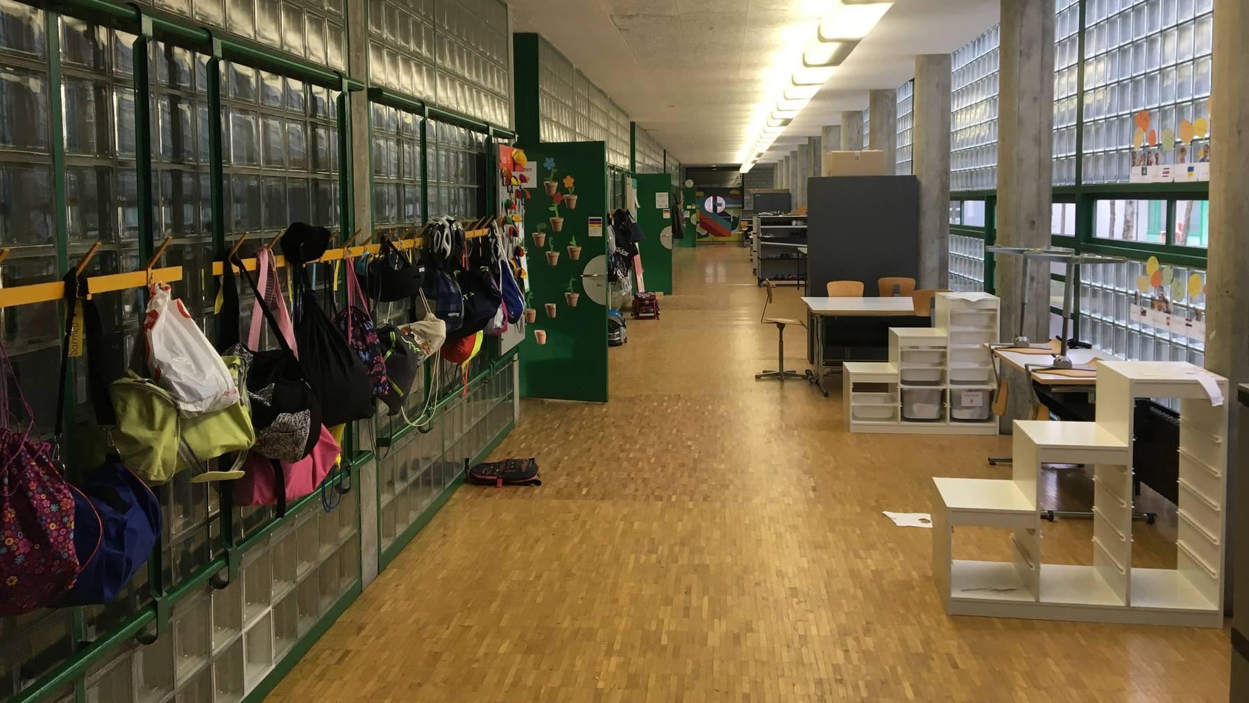 Garderoben im alten Schulhaus Ruopigen