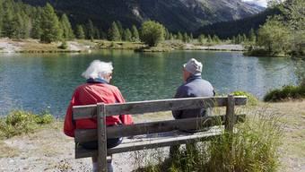 Schweizerinnen und Schweizer leben heute 20 Jahre von der Rente - es waren einmal 15. (Symbolbild)