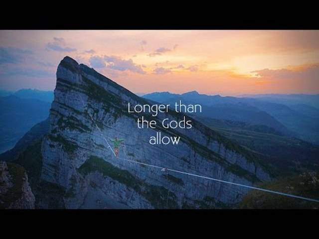 Der Slackliner Samuel Volery wollte den Weltrekord brechen, doch die 537 Meter lange Highline wurde vom Blitz getroffen