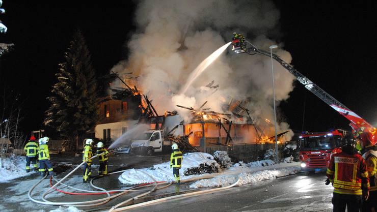 Das leerstehende Hotel Kaiseregg in Plaffeien wurde bei dem Brand  im Januar 2015 zerstört.