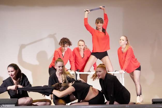 """The Brilliants mit der Choreografie """"häusliche Gewalt""""."""
