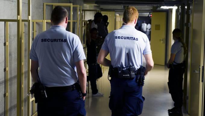 Strafanzeige gegen Unbekannt: Juristen gehen gegen Gewalt im Bässlergut vor