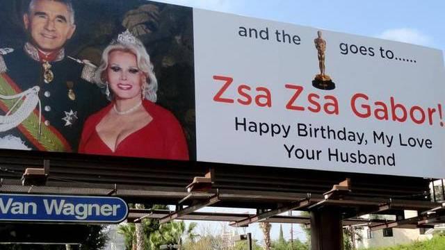 Zsa Zsa Gabor erhielt ein Riesenplakat zum 96.Geburtstag