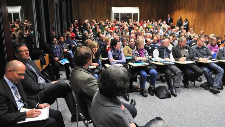 Das Thema Pflegefinanzierung interessiert. Die Organisatoren der Tagung wurden vom grossen Besucherandrang überrascht.  Oliver Menge