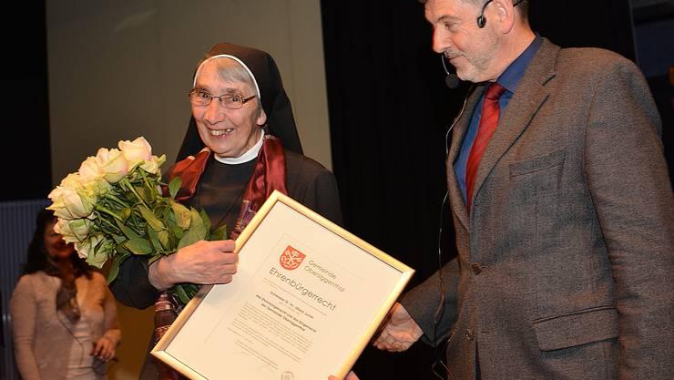 Schwester Liliane erhielt vom Obersiggenthaler Gemeindeamman Dieter Martin als erste Person überhaupt die Ehrenbürgerschaft von Obersiggenthal