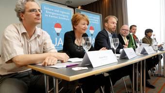 Sie wollen eine sichere Energieversorgung (v.l.): Fabian Müller (SP), Nicole Hirt (GLP), Michel Aebi («Neue Energie Solothurn»), Walter Widmer (FDP), Martin Flury (BDP) und Susan von Sury (CVP).