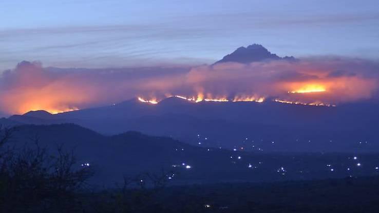 Auf dem Kilimandscharo brennt es. Foto: Thomas Becker/dpa