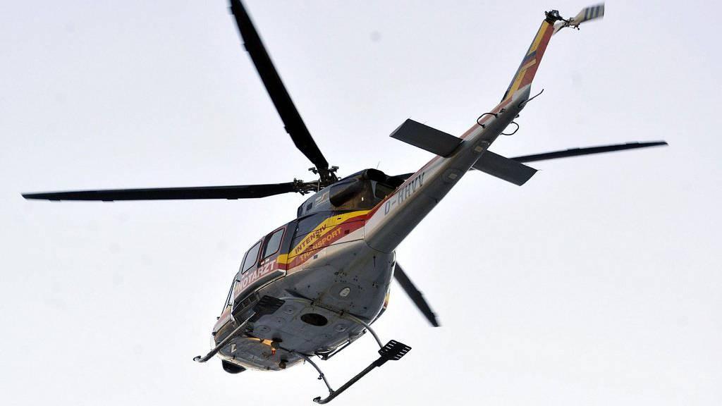 Der 50-Jährige wurde mit dem Helikopter ins Spital gebracht. (Symbolbild)