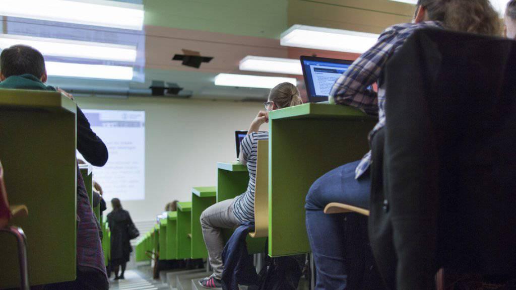 Das Schweizer Bildungssystem müsse die Kreativität junger Menschen besser fördern und sie ermutigen, ausserhalb der Box und abseits klassischer Karrieren zu denken, lautet eine Forderung. (Symbolbild)