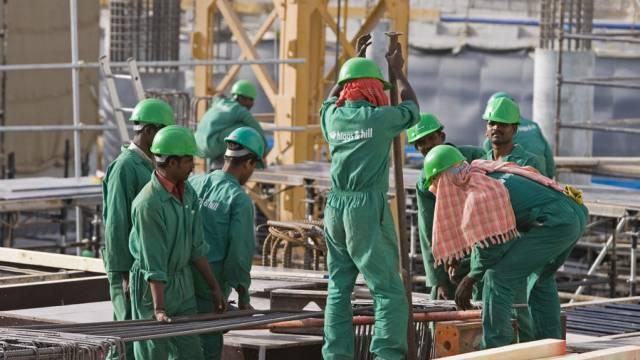 Arbeiter auf einer Baustelle in Doha, Katar (Archiv)