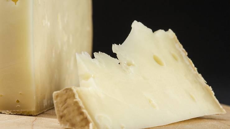Ein Freiburger Betrieb verarbeitete falsch deklarierte Milch korrekt zu Vacherin fribourgeois AOP. (Themenbild)