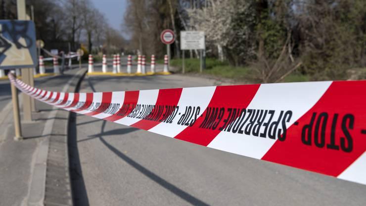 Der gesperrte Grenzuebergang zu Frankreich an der Hegenheimerstrasse in Allschwil, am Samstag, 28. Maerz 2020.