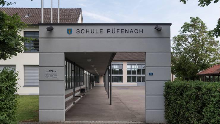 Die naturnahe Schulhausumgebung sowie die vollfunktionalen Schulzimmer der Rüfenacher Schule spielten für den Entscheid, umzuziehen, eine grosse Rolle.Alex Spichale