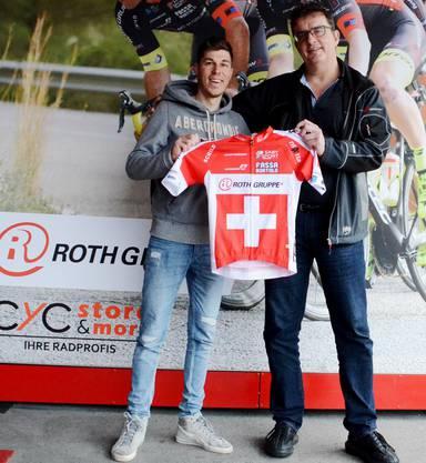 Stefan Blaser mit dem neu im Team mitfahrenden Profi-Schweizer Meister Jonathan Fumeaux.