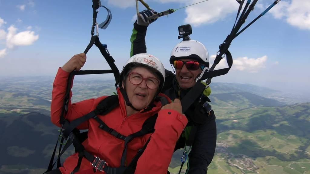 Trotz Parkinson: Anita Sauter wagt Gleitschirmflug