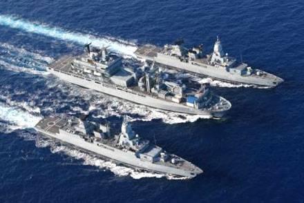 Das Versorgungsschiff «Berlin» (Mitte) und die Fregatten «Brandenburg» und «Rheinland-Pfalz» sind im Streifen zwischen Libyen und Malta im Einsatz. (Archivbild)