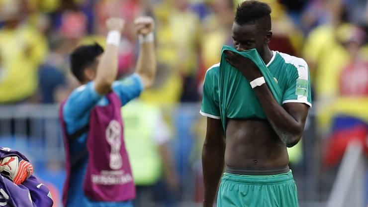 Enttäuschung vorne bei Senegals Salif Sane und Freude hinten links bei den Kolumbianern.