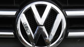 Im milliardenschweren Musterprozess in Deutschland zum VW-Abgas-Skandal könnte VW nach Ansicht des Richters die Anleger zu spät informiert haben. (Archiv)