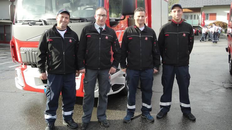 Kommandantenwechsel bei der Feuerwehr Laupersdorf (v.l.) Pino Sagaria, Christian Stark, Reto Dummermuth und Mathias Meier, neu Gefreiter.