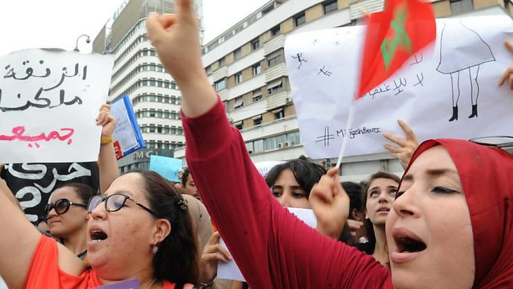 """""""Eine Frau ist kein Objekt"""": Mehrere Hundert Marokkanerinnen gehen nach sexuellen Übergriffen von fünf Jugendlichen auf eine 24-jährige Frau auf die Strasse."""