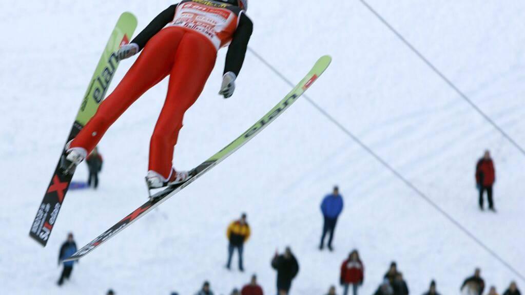 Skispringer in Engelberg sollen nicht mehr in der Wildruhezone Anlauf holen. (Archivbild)