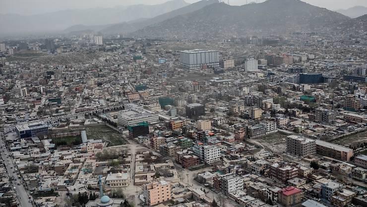 ARCHIV - Stadtansicht von Kabul. Seit Jahresbeginn ist die Rückkehr von mehr als 400 000 Afghanen aus den Nachbarländern Iran und Pakistan dokumentiert worden. Foto: Michael Kappeler/dpa
