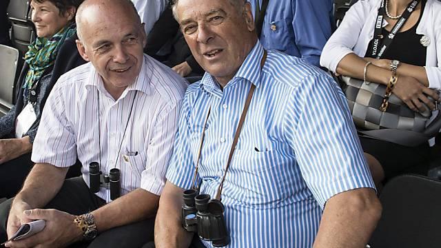 Alt-Bundesrat Adolf Ogi (rechts) als Sportförderer in Kandersteg