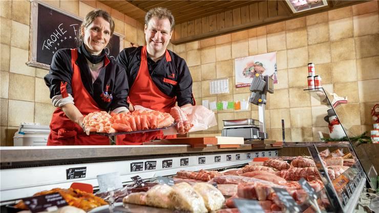 Christine Speck und Peter Speck präsentieren Fleischklassiker für die Festtage: Fondue chinoise und einen Braten. Chris Iseli