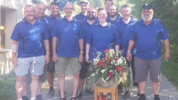 Gruppenfoto beim Schiessstand in Plaffeien (FR)