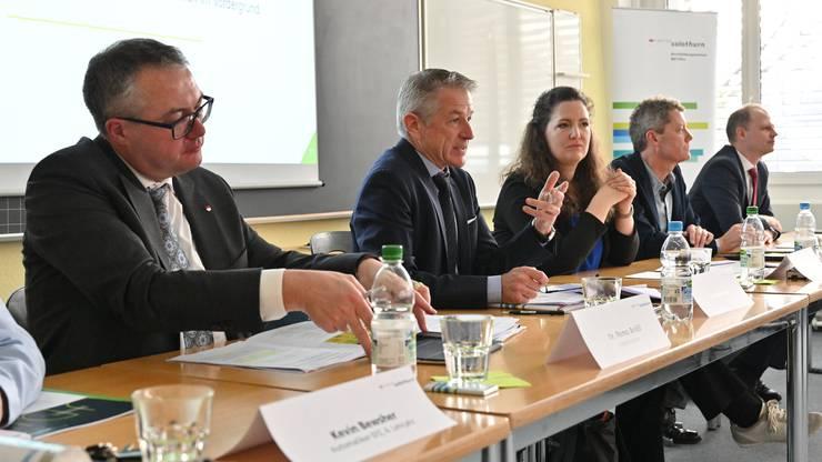 Sie stellten das Projekt vor (v.l.): Regierungsrat Remo Ankli; Georg Berger, BBZ Olten; Susan Müller und Manfred Pfiffner, Projektteam; Daniel Probst, Handelskammer.