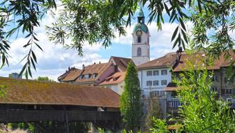 Die Altstadt und ihre Holzbrücke aus dem Jahr 1803: Das Duo macht die Ansicht Oltens zu einer Postkartenidylle; Gut sichtbar 10 der 30 Brückenpfeiler, die ausgewechselt werden müssen