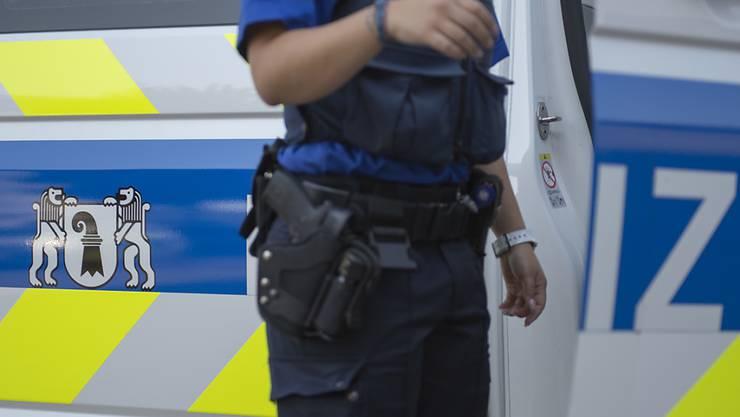Bei dem Zwischenfall in der Basler Innenstadt wurde ein Polizist im Gesicht verletzt. (Symbolbild)