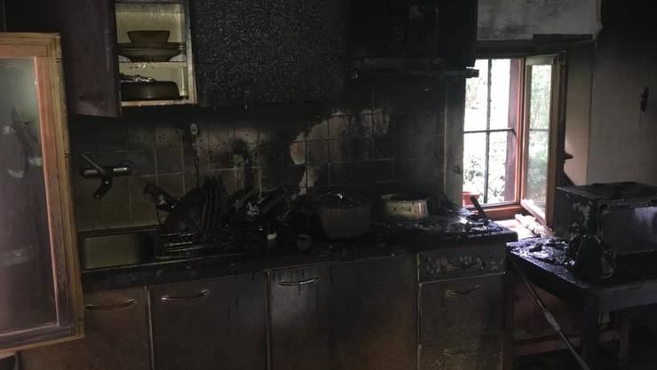 Die komplett ausgebrannte Küche in Pratteln.