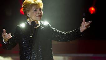 The show must go on: Sängerin Lys Assia hat keine Zeit, sich im Spitalbett von ihrem Sturz zu erholen (Archiv)
