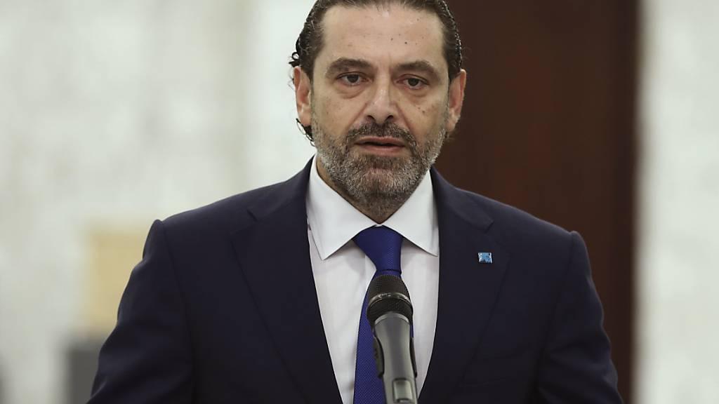 HANDOUT - Der designierte Premierminister des Libanon Saad Hariri spricht bei einer Pressekonferenz. Hariri gab am Donnerstag den Auftrag zur Regierungsbildung zurück, erklärte er nach einem Treffen mit Präsident Aoun. Foto: Dalati Nohra/Dalati Nohra/AP/dpa